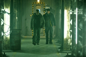 Laurence Fishburne & Bill Paxton in 'The Colony'
