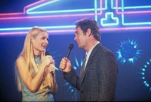 Gwyneth Paltrow and Huey Lewis singing a tune in 'Duets'